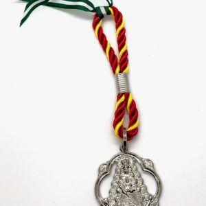 Medalla coche pandereta plateada de Ntra. Sra. del Rocío. La medalla está realizada en zamak.