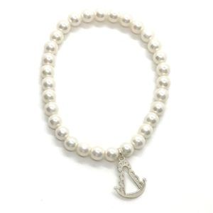 Pulsera de perlas con medalla de la Virgen del Rocío. La medalla de la Virgen está fabricada en Plata de 1ª Ley.