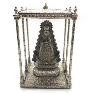 Paso de la Virgen del Rocío tallado en Metal Plateado donde se puede apreciar los 6 varales y todos los detalles de sus galas vestida de Reina.