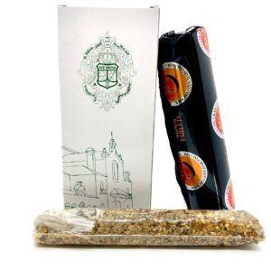 Incienso con aroma rociero. La caja incluye una bolsa con incienso que se caracteriza por su aroma rociero