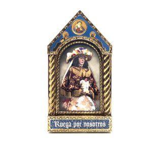 Sobremesa en forma de capilla con fotografía de la Virgen del Rocío con sus galas de Pastora.