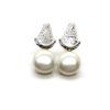 Pendientes perlas de la Virgen el Rocío. Perlas de río y medalla de la Virgen fabricada en Plata de 1ª Ley.