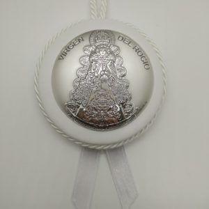 Medalla para cuna de la Virgen del Rocío redonda con placa de plata bilaminada. Color: Blanco