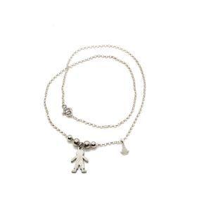 Gargantilla niño bolas elaborada en Plata de Primera Ley. Incluye cadena ajustable y medalla de Plata de la Virgen del Rocío.