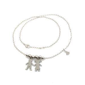Gargantilla niño/niña bolas elaborada en Plata de Primera Ley. Incluye cadena ajustable y medalla de Plata de la Virgen del Rocío.