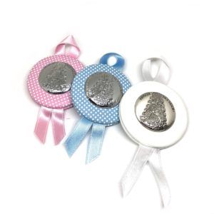 Medalla para cuna de la Virgen del Rocío redonda con placa de plata bilaminada, en color: Rosa, celeste y/o blanco.