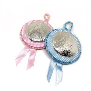 Medalla para cuna de la Virgen del Rocío redonda con placa de plata bilaminada y puntos pequeños de color blanco, en color: Rosa y/o celeste