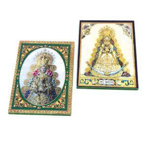 Iman rectangular de la Virgen del Rocío con fotografías en color. Material madera.