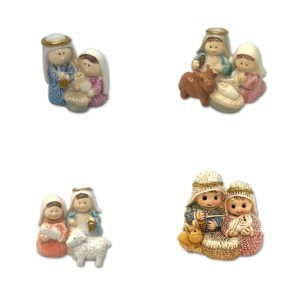 4 Nacimientos en miniatura, en resina con acabado porcelánico.